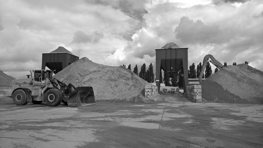 shovel en silo bij zandbultenloading=