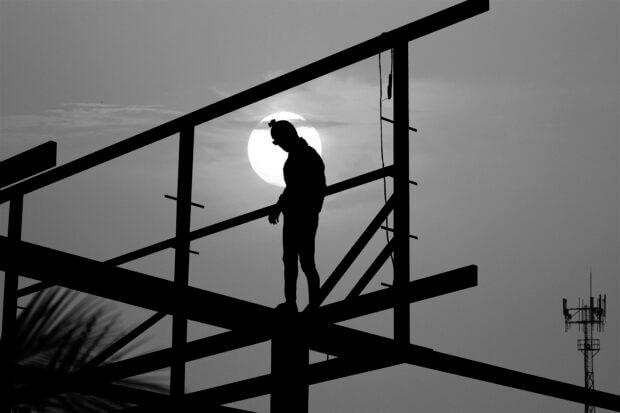 veiligheidsladder-man-bouw-zon